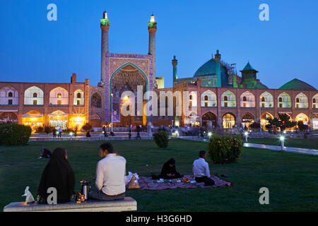 Iran, Isfahan, Imam Square, Jameh Mosque or Friday mosque, world heritage of the UNESCO, picnic - Stock Photo