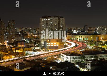 Sao Paulo, Brazil. 8th October, 2016. Long exposure shot shows Viaduto do Glicerio (Glicerio viaduct) or Viaduto - Stock Photo