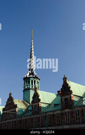 borsen,old stock exchange building,4 intertwined dragon's tails - Stock Photo