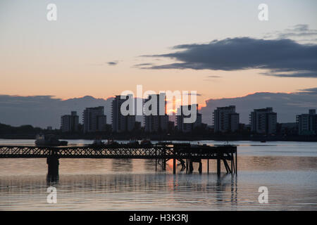 River Thames, Woolwich, London, UK, Sunday 9th October 2016. UK weather: Clear skies on autumn morning at sunrise - Stock Photo