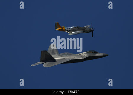 San Francisco, USA. 8th Oct, 2016. A U.S. Air Force F-22 Raptor (below) is seen in an air show in San Francisco, - Stock Photo