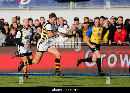Barnet Copthall, London, UK. 09th Oct, 2016. Aviva Premiership Rugby. Saracens versus Wasps. Josh Bassett of Wasps - Stock Photo