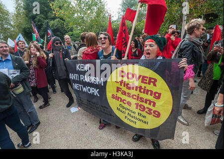 London, UK. 9th October 2016. Kent Anti Racism Network banner at the rally in front of the mural celebrating the - Stock Photo