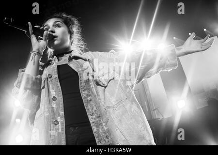 Detroit, Michigan, USA. 6th Oct, 2016. ALESSIA CARA performing on her Know-It-All Tour at The Fillmore in Detroit, - Stock Photo