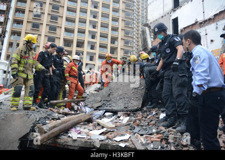 Wenzhou. 10th Oct, 2016. Rescuers search for survivors at the accident site after four residential houses collapsed - Stock Photo