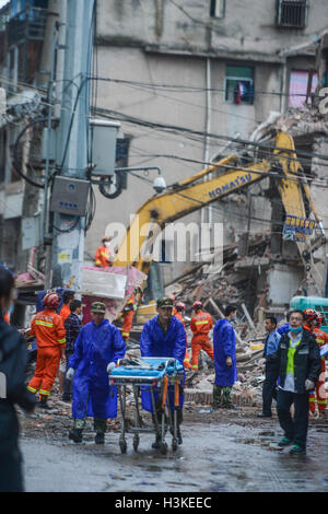 Wenzhou, China's Zhejiang Province. 10th Oct, 2016. Rescuers search for survivors at the accident site in Lucheng - Stock Photo
