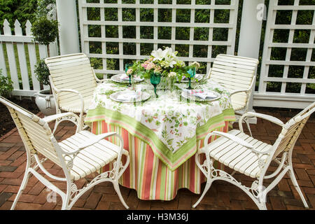 Outdoor dining garden furniture in a backyard patio in Lancaster County, Pennsylvania, USA, garden room table chairs - Stock Photo