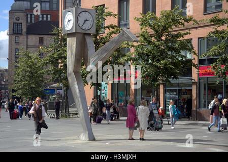 Glasgow bear Buchanan bus station at the running clock - Stock Photo