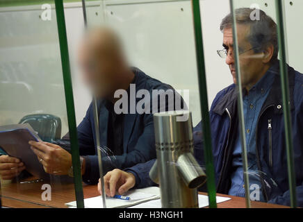 Berlin, Germany. 11th Oct, 2016. Ali D. (R) stands accused of allegedly participating in a terrorist organisation - Stock Photo