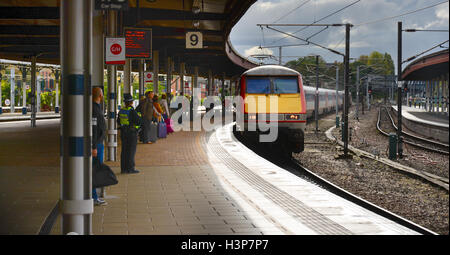 A Virgin InterCity 225 train pulls into York Station platform 9 on the London Kings Cross to Edinburgh route - Stock Photo
