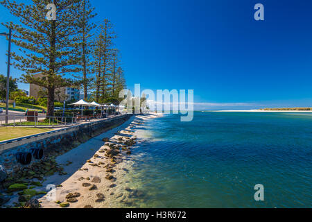 CALOUNDRA, AUS - AUG 13 2016: Hot sunny day at Kings Beach Calundra, Queensland, Australia - Stock Photo