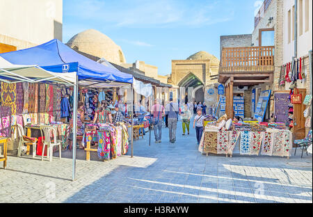 The large tourist market in the old town in Bukhara. - Stock Photo