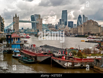Houseboats on the River Thames in Bermondsey, near Tower Bridge London,Houseboats moored on the south bank of the - Stock Photo