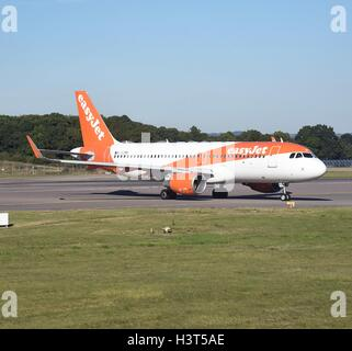 London Gatwick Airport Crawley Surrey Easyjet Airbus A320 ready for takeoff - Stock Photo