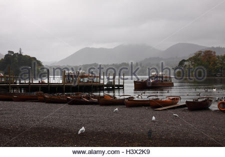 Keswick, Cumbria, UK. 12th October 2016. Under grey skies and in the light rain a ferry boat on Lake Derwentwater - Stock Photo