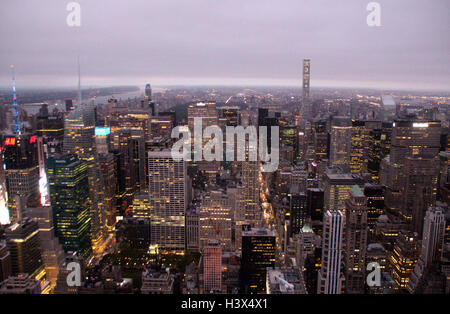 New York, USA. 29th Sep, 2016. View of New York at sunrise from the Empire State Building in New York, USA, 29 September 2016. Photo: Christina Horsten/dpa/Alamy Live News