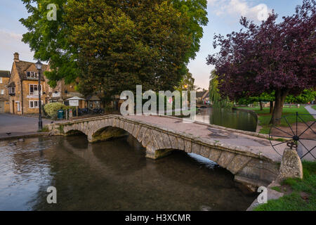 Bourton-on-the-Water at dawn in the autumn. - Stock Photo