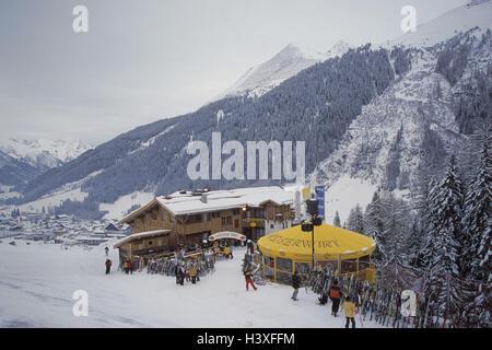 Austria, mountain Arl, St. Anton, ski hut, snow bar Mooserwirt, ski hut, Aprés ski, Apres ski, winter scenery, snow, - Stock Photo