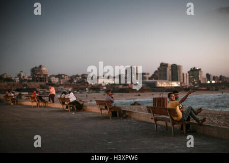 A view of the sea front at dusk in Gaza City. From a series of photos commissioned by Medical Aid for Palestinians - Stock Photo