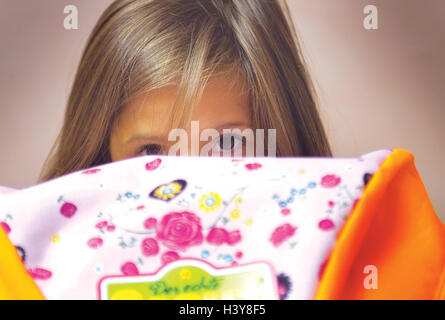 Girls, anxiously, view schoolbag margin, portrait, 6 years