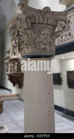 Stone Capital from a Venetian Courtyard, with an 'ovolo' moulding. Dated 16th Century - Stock Photo