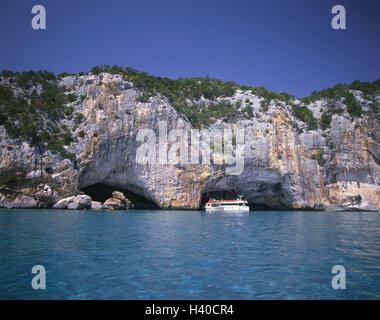 Italy, Sardinia, province Nuoro, Golfo Tu Orosei, Grotta del Bue Marino, rocks, driveway, sea, boots island, the - Stock Photo