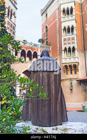The statue of Pope John XXIII in the courtyard of St Antony's church, Istanbul, Turkey. - Stock Photo