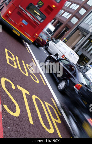 Great Britain, England, London,  Traffic, cars, track,  Bus stop, Buslinie, stop Europe, capital, street scene, - Stock Photo