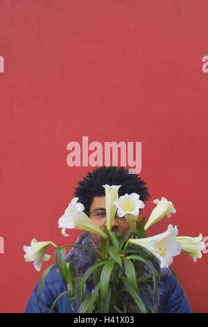 Man, young, swarthily, face,  Flower bouquet, covers, portrait  Men's portrait, 20-30 years, glasses bearers, Sehhilfe, - Stock Photo