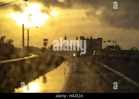 Street, private car, detail, gaze Heckscheibe,,  wet, traffic, twilight  Car, vehicle, return disk, disk, window, - Stock Photo
