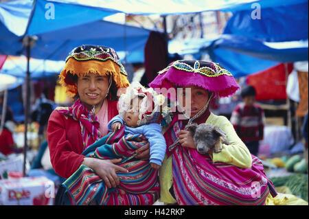 Peru, Cuzco, Inca Markt, women, child, national costume, half portrait, no model release, South America, town, person, - Stock Photo