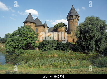 Germany, North Rhine-Westphalia, Krefeld, water castle Linn, castle, moat, museum, knight's castle, round tower, - Stock Photo