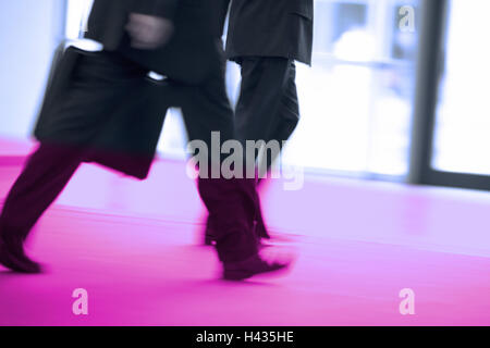 Goes hall, business people, detail, legs, series people people businessmen men, two, file-suitcases, movement, locomotion, - Stock Photo