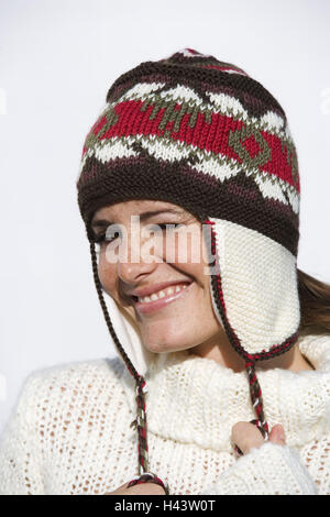 Woman, young, portrait, winter, wool sweater, cord cap, brightly, - Stock Photo
