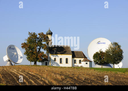 Germany, Bavaria, Raisting, earth station, pilgrimage church St. John in the field, - Stock Photo