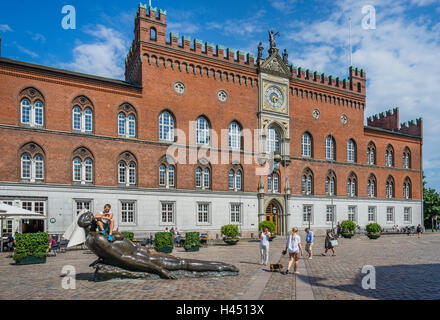Denmark, Funen, Odense, view of Flakhaven central square with the Italian-Gothic Odense City Hall, bronce sculpture - Stock Photo