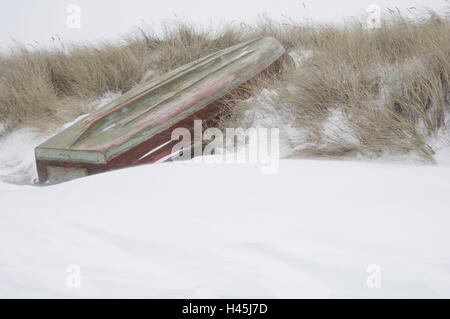 Germany, Mecklenburg-West Pomerania, island Hiddensee, fishing boat lies turned on the beach lying, winter, - Stock Photo