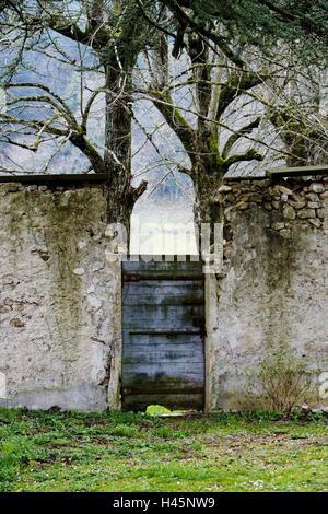 Lock defensive wall, wooden door, old, - Stock Photo