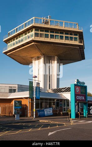 Lancaster (Forton) Services, UK, on the M6 motorway. The Pennine Tower restaurant (1965) is a listed building (now - Stock Photo
