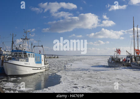 Germany, Mecklenburg-West Pomerania, island Hiddensee, harbour in new village, freezes over, fishing boats, - Stock Photo
