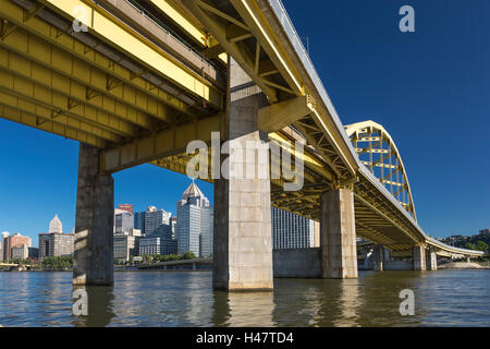 FORT DUQUESNE BRIDGE THE POINT ALLEGHENY RIVER DOWNTOWN PITTSBURGH PENNSYLVANIA USA - Stock Photo