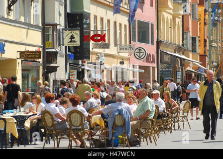 Austria, Tyrol, Innsbruck, Old Town, Maria's Theresien street, street cafes, tourists, no model release, town, city, - Stock Photo