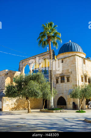 The golden cupola of the Dome of the Rock is hidden behind the arched colonnade, known as the Scales of Souls, Jerusalem, - Stock Photo