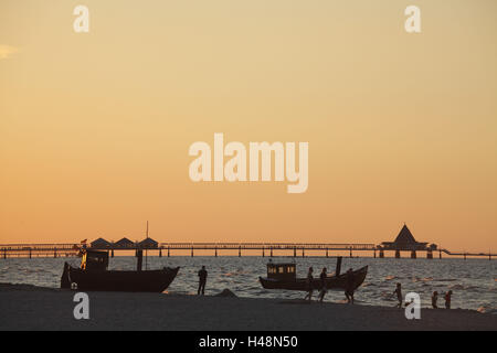 Germany, Mecklenburg-Western Pomerania, Usedom Island, fishing boats in Ahlbeck (village)-beach overlooking the - Stock Photo