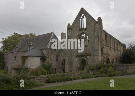 France, Brittany, Cote d'Emeraude, beau's port, cloister ruin, - Stock Photo