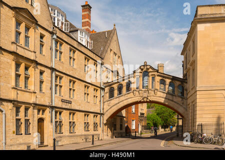 Hertford Bridge, also known as the Bridge of Sighs forming part of Hertford College in Oxford, Oxfordshire, England. - Stock Photo