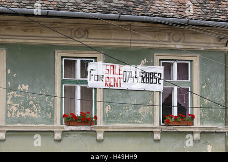 'to sell' old house in Romania, sign, or 'to rent', - Stock Photo
