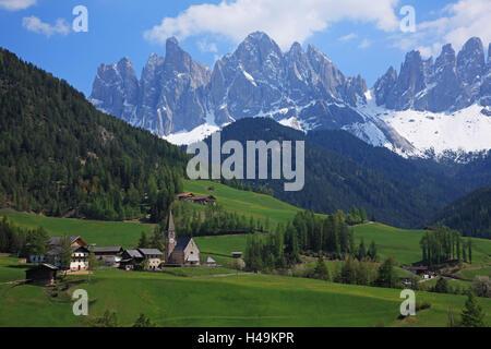Italy, South Tirol, Villnösser valley, Saint Magdalena, Geislergruppe (mountain range) in the background, - Stock Photo
