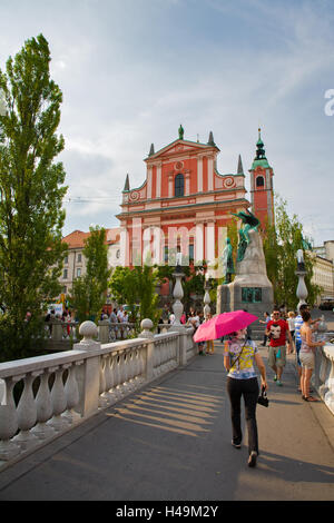 View across the triple bridge (tromostovje) to Preseren square and the Franciscan Church of the Annunciation and - Stock Photo