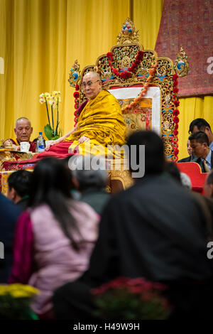 Zurich, Switzerland. 14th Oct, 2016. His Holiness the 14th Dalai Lama is sitting amongst followers during a Buddhist - Stock Photo